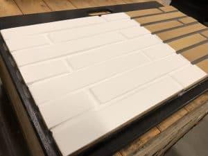 gele bakstenen witte muurverf